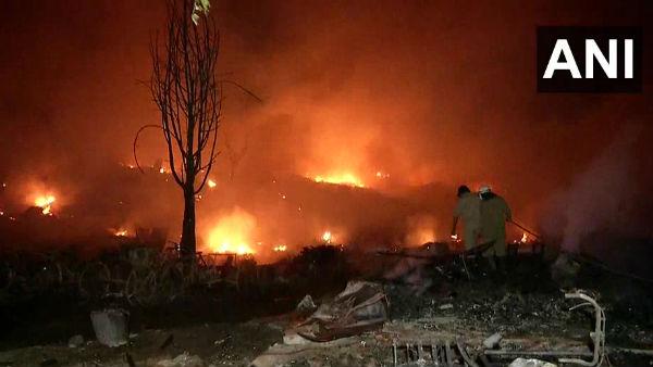 દિલ્હીના તુગલકાબાદ સ્થિત ઝૂંપડીમાં ભીષણ આગ લાગી