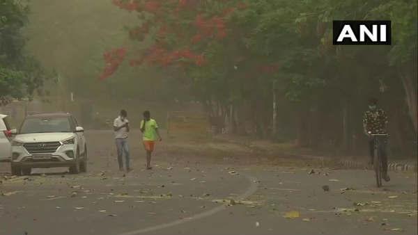 કોરોના સંકટ વચ્ચે દિલ્હી-એનસીઆરમાં અચાનક વાદળ વરસ્યાં