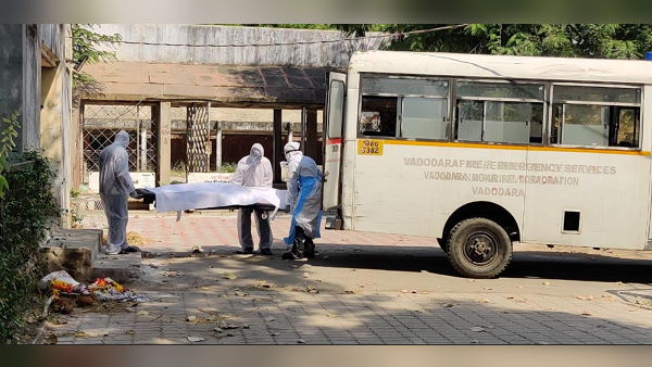 ગુજરાતના 100થી વધુ ડૉક્ટરો કોરોનાથી સંક્રમિત, સંક્રમિત ભાજપ ધારાસભ્ય ખાનગી હોસ્પિટલમાં ભરતી