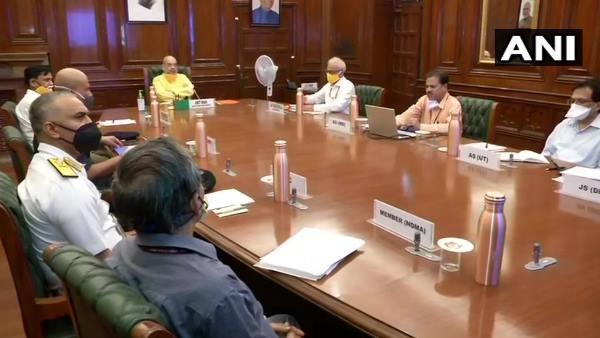 નિસર્ગ વાવાઝોડુઃ NDMAના અધિકારીઓ સાથે અમિત શાહે કરી બેઠક, મહારાષ્ટ્ર- ગુજરાતમાં NDRFની ટીમો તૈનાત