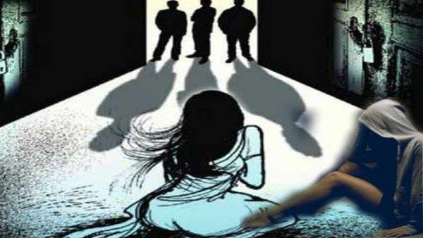 પતિએ જબરજસ્તી મહિલાને દારૂ પિવડાવી ચાર મિત્રો દ્વારા કરાવ્યો ગેંગરેપ