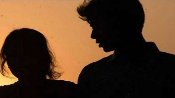 પતિએ 11 લાખ રૂપિયા માટે પડોશીને સોંપી દીધી પત્ની, પ્રેગ્નેન્ટ થવા પર કર્યુ આવુ એગ્રીમેન્ટ