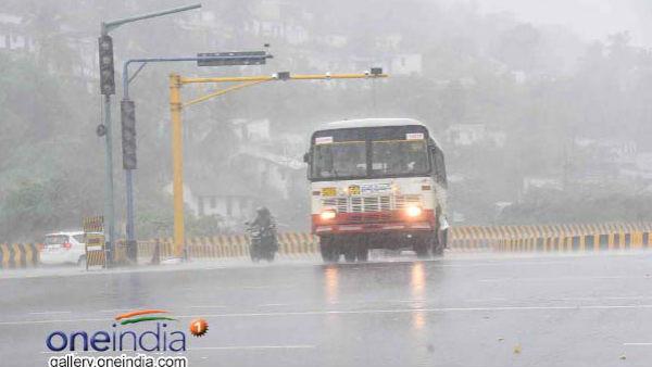 મુંબઈમાં ભારે વરસાદ, ઠેર-ઠેર ટ્રાફિક જામ, 24 રૂટ પર બસો કરાઈ ડાયવર્ટ
