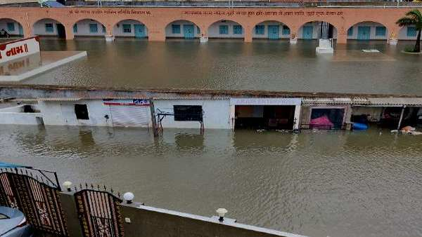 ભારે વરસાદના કારણે દ્વારકા નગરી ડૂબી પાણીમાં, 1નુ મોત