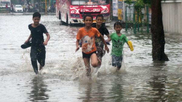 Red Alert: મુંબઇમાં ભારે વરસાદ વચ્ચે હાઈટાઇડ, BMCએ ચેતવણી આપી