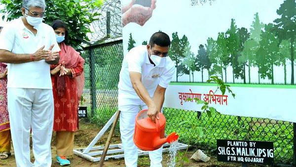 BSFએ 'ગ્રીનિંગ ધ નેશન' પ્રોગ્રામ હેઠળ આ શહેરમાં વાવ્યા 32 હજાર છોડ