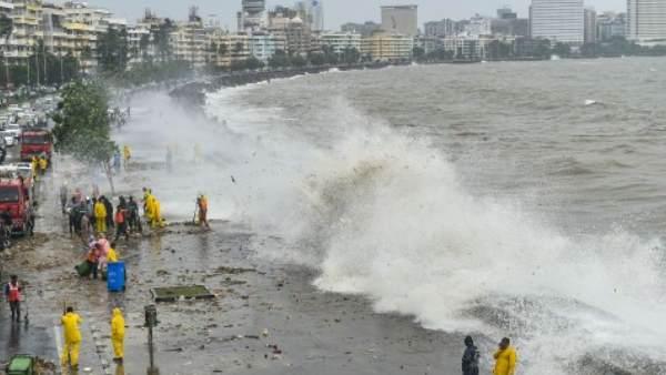 મુંબઈમાં હાઈટાઈડનુ એલર્ટ, સમુદ્રમાં બપોરે 4.52 મીટર સુધી ઉઠી શકે છે લહેરો