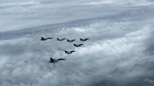 Video: મુંબઈના આકાશમાં 2 SU-30 ફાઈટર જેટ સાથે 5 રાફેલનો કાફલો