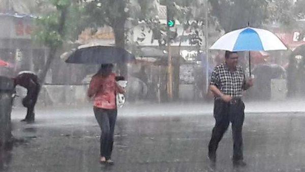 મુંબઇમાં ધોધમાર વરસાદ, 8 રૂટ પર બસ ડાયવર્ટ કરવામાં આવી