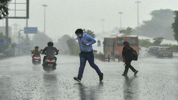 Orange Alert in Ahmedabad: અમદાવાદમાં ધોધમાર વરસાદની સાથે પૂરની ચેતવણી