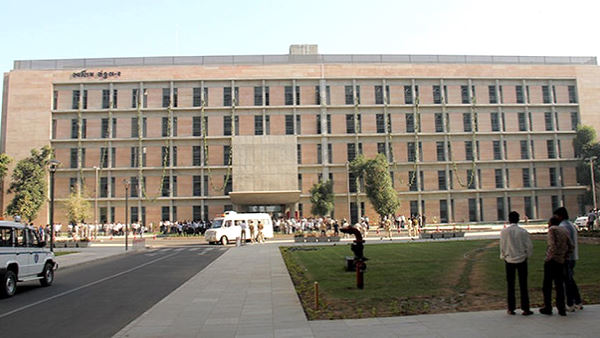 ગુજરાત: કોરોનાની ચપેટમાં આવ્યા સચિવાલયના 30થી વધુ કર્મચારી