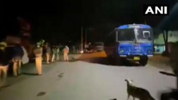બેંગલુરુ હિંસામાં 60 પોલિસકર્મી ઘાયલ, પોલિસના ગોળીબારમાં 2ના મોત, કર્ફ્યુ
