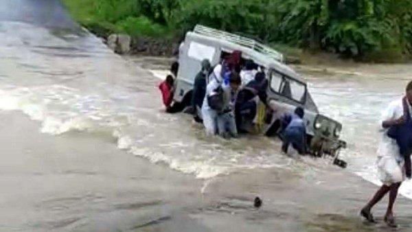 ગુજરાત-રાજસ્થાન સીમા પાસે વહેણમાં જીપ પલટી, 10ને બચાવાયા