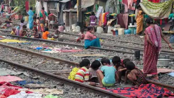 દિલ્લીમાં રેલવે લાઈન પાસેની 48 હજાર ઝુગ્ગીઓ નહિ હટાવીએઃ કેન્દ્ર સરકાર