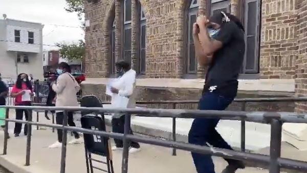 Video: અમેરિકામાં મત આપવા આવેલા લોકો કરવા લાગ્યા ડાંસ, કારણ જાણીને ખુશ થઈ જશો