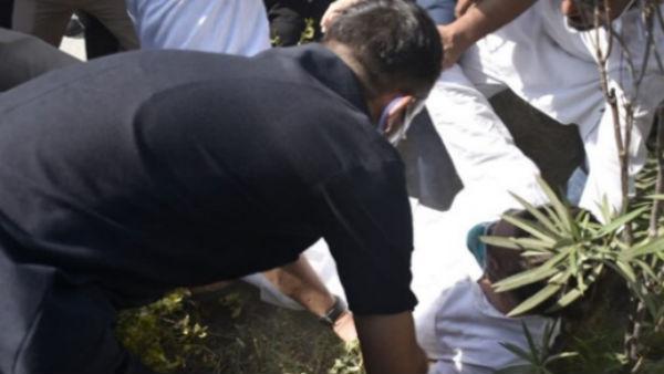 Hathras Case: યૂપી પોલીસની ધક્કામુક્કીમાં રાહુલ ગાંધી પડી જતાં ઈજાગ્રસ્ત