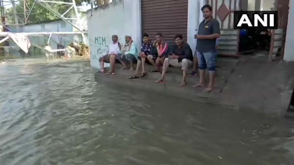 ભારે વરસાદના કારણે હૈદરાબાદમાં ઘણા વિસ્તારો જળમગ્ન