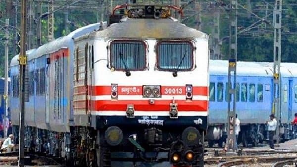 Chhath Puja: 'છઠ પૂજા' માટે રેલવેએ કર્યુ વિશેષ ટ્રેનોનુ એલાન