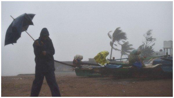 Cyclone Nivar: નબળી પડી નિવારની ગતિ, પરંતુ ચક્રવાતી તોફાનનુ જોખમ હજુ ટળ્યુ નથી