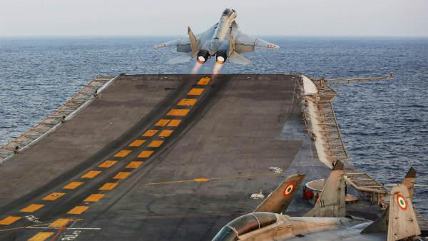 અરબ સાગરમાં ક્રેશ થયુ ભારતીય નેવીનુ ફાઈટર જેટ MiG 29K, પાયલટની શોધખોળ ચાલુ