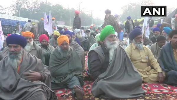 Farmer protest: કેન્દ્ર સરકાર સાથે વાતચીત માટે તૈયાર ખેડૂત, રાજનાથ સિંહની આગેવાનીમાં થશે બેઠકઃ સૂત્ર
