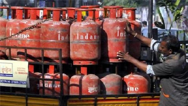LPG Cylinder Rates: રસોઈ ગેસ સિલિન્ડર થયુ 50 રૂપિયા મોંઘુ