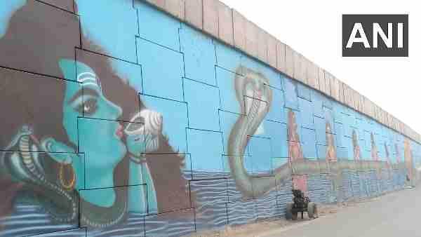 Kumbh Mela 2021: મહાકુંભના રંગમાં રંગાણી ધાર્મિક નગરી Haridwarની દિવાલો, જુઓ તસવીરો