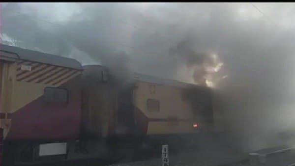 માલાબાર એક્સપ્રેસના લગેજ વેનમાં આગ લાગી, યાત્રીની સતર્કતાથી મોટી દૂર્ઘટના ટળી