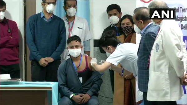 કોરોના વાયરસ રસીકરણ થયુ શરૂ, આમને આપવામાં આવ્યો પહેલો ડોઝ