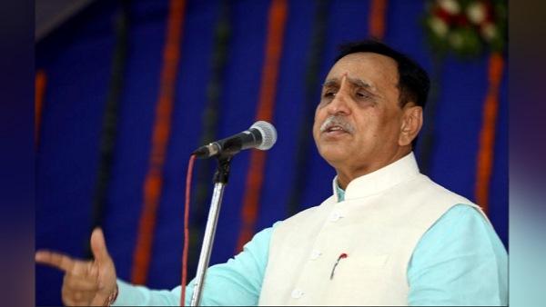 ગુજરાતમાં નવા બંદરનુ ભૂમિ પૂજન, CMએ કહ્યુ - 27 હજાર કરોડના વિકાસ કાર્યોનુ શિલાન્યાસ-લોકાર્પણ કર્યુ