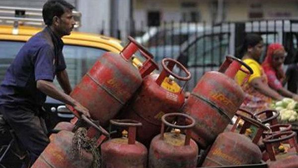 LPG Gas Price: ફેબ્રુઆરીમાં ફરીથી વધ્યા એલપીજી ગેસ સિલિન્ડરના ભાવ, 25 રૂપિયા મોંઘુ થયુ