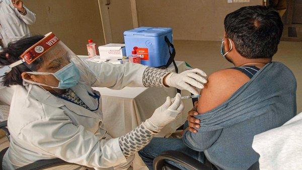 Corona Vaccine Phase 2: વૃદ્ધોને 1 માર્ચથી સરકારી હોસ્પિટલોમાં ફ્રીમાં અપાશે વેક્સિન, જાણો જરૂરી વાતો