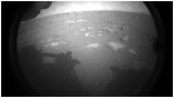 મંગળની સપાટી પર સફળતાપૂર્વક ઉતર્યુ નાસાનુ રોવર, જુઓ ફોટા