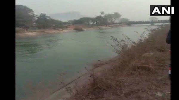 MP: નહેરમાં પડી મુસાફરો ભરેલી બસ, અત્યાર સુધીમાં કઢાયા 30 શબ