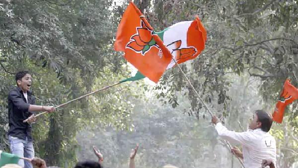 ગુજરાત પંચાયત ચૂંટણી પરિણામઃ 1620 સીટો જીતીને ભાજપ પહેલા નંબર પર, જાણો અન્યના હાલ