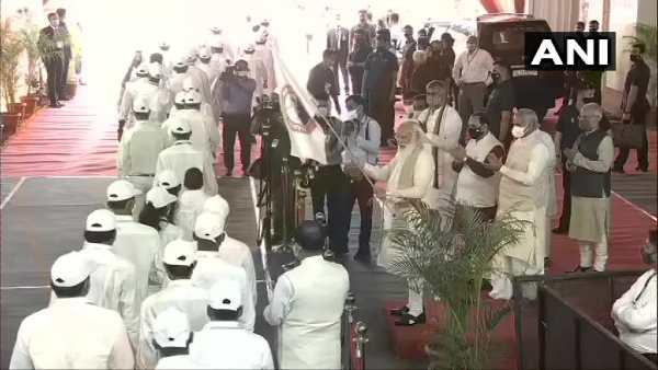 PM મોદીએ દાંડીયાત્રાને પ્રસ્થાન કરાવી અમૃત મહોત્સવ શરૂ કર્યો