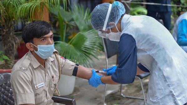 દેશમાં મળ્યા કોરોનાના 14989 નવા કેસ, અત્યાર સુધી 1.56 કરોડ લોકોને મૂકાઈ રસી