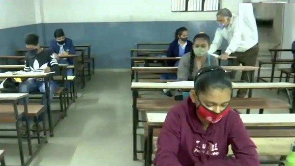 ગુજરાતઃ વિદ્યાર્થી અને શિક્ષક કોરોના પૉઝિટીવ મળ્યા, 42 દિવસ બાદ સક્રિય દર્દી ફરીથી 600ને પાર