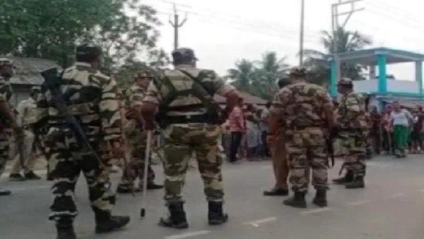 ઉત્તર પરગના જિલ્લાના બિધાનગરમાં બે પોલિંગ બૂથ પર ભીડાયા TMC-BJP કાર્યકર્તા, થયો પત્થરમારો