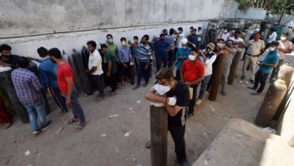 દિલ્હીમાં ઓક્સિજનની તંગી, ડોક્ટરો બોલ્યા- ભીખ માંગવા અને ઉધાર લેવા જેવા હાલ