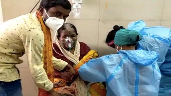 મહારાષ્ટ્રઃ કોરોના દર્દીઓને હોસ્પિટલમાં નથી મળી રહ્યા બેડ, ખુરશી પર બેસાડીને આપવામાં આવી રહ્યા છે ઑક્સિજન