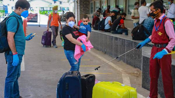 કોરોના વાયરસે તોડ્યા રેકૉર્ડ, એક દિવસમાં 1,03,558 નવા કેસ