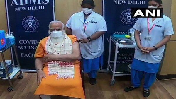 PM મોદીને કોરોના વેક્સીનનો બીજો ડોઝ આપ્યા બાદ નર્સોએ કહ્યુ..