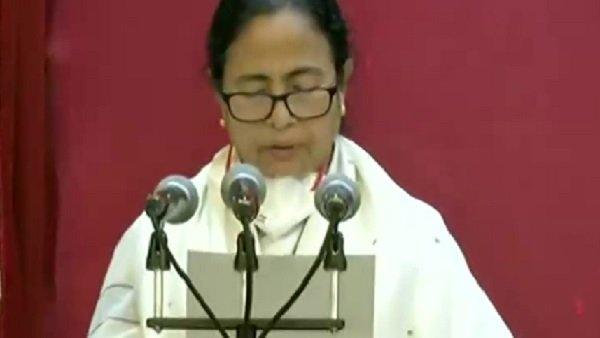 Mamata Banerjee Oath Ceremony: મમતા બેનરજીએ સીએમ પદના લીધા શપથ, સતત ત્રીજીવાર બન્યા બંગાળના મુખ્યમંત્રી