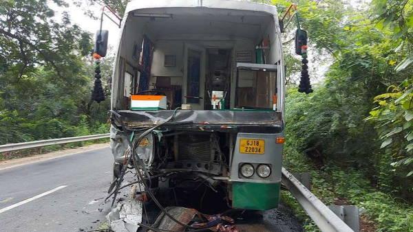 છોટાઉદેપુરઃ કાર અને બસ વચ્ચે ગોઝારો અકસ્માત, 4ના જીવ ભરખી ગયો