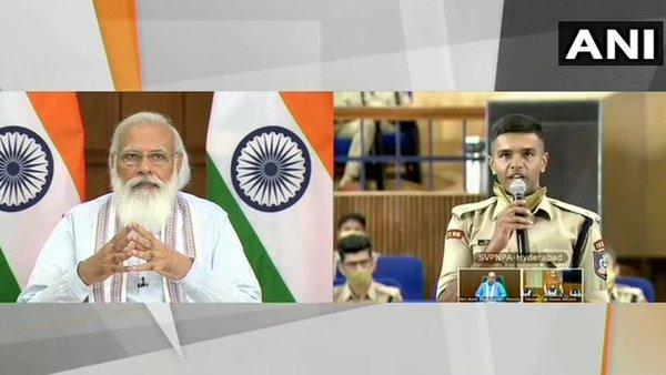 PM મોદીએ કરી ટ્રેની IPS અધિકારીઓ સાથે વાતચીત, કહ્યું- તમારૂ ભણતર લોકોને કામ આવીશે