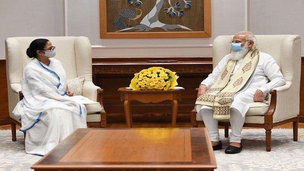 દિલ્હીમાં પીએમ મોદી સાથે મમતા બેનરજીની મુલાકાત ખતમ, કોરોના વેક્સિન સહિત આ મુદ્દાઓ પર થઇ ચર્ચા