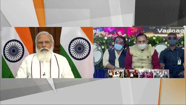 PM મોદીએ ગરીબ કલ્યાણ અન્ન યોજનાના લાભાર્થીઓ સાથે કરી વાત, હજુ દિવાળી સુધી મળશે મફત અનાજ