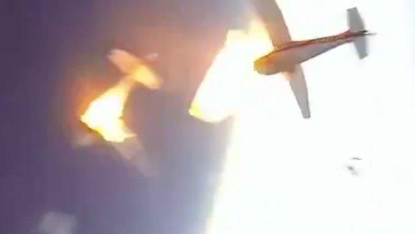 2 વિમાનો વચ્ચે હવામાં થઇ ભયંકર ટક્કર, હજારો ફુટની ઉંચાઇથી પડવા લાગ્યા યાત્રી