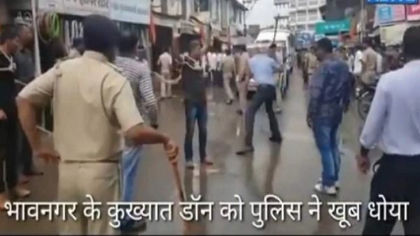 Fact Check : ભાવનગરના ડોનને પોલીસે જાહેરમાં ઢોર માર માર્યો?